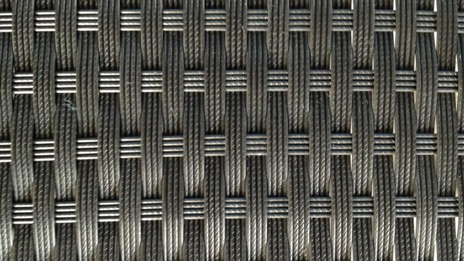 Table et fauteuils de jardin encastrables en résine tressée noire - Collection Lima