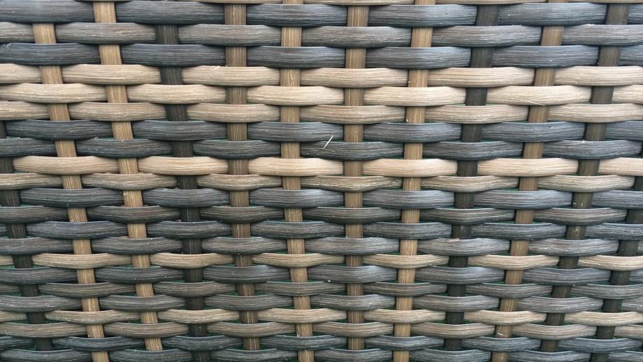 Bain de soleil en résine tressée chocolat et coussins blancs écrus - Collection Dolce