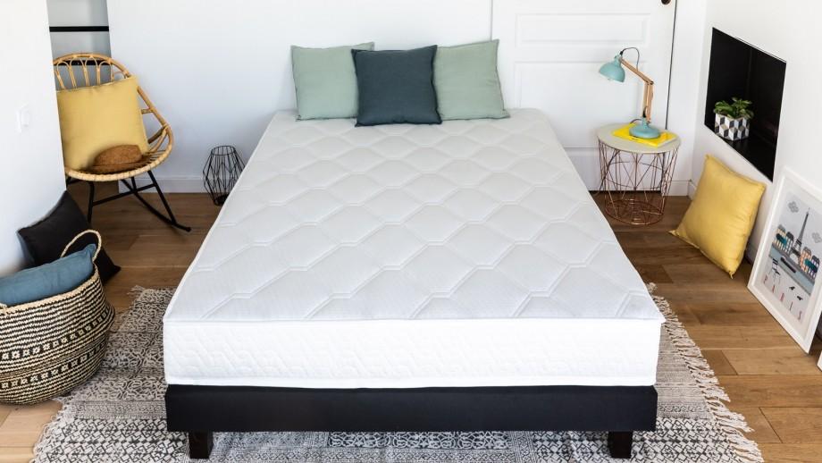 Ensemble matelas ressorts + sommier 140x190 Spring Confort Hbedding + 2 oreillers à mémoire de forme 60x60cm.