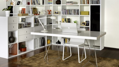 Bureau 160cm en bois blanc piètement polygonal en chrome - Collection Multi - Temahome