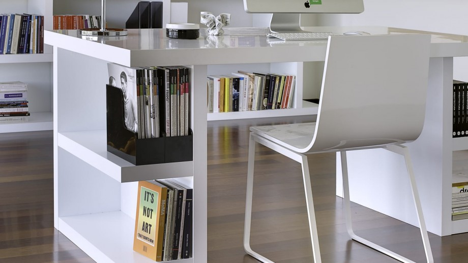 Bureau 160cm en contreplaqué blanc avec rangements latéraux -Collection Multi - Temahome