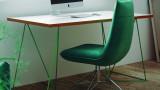 Bureau en bois blanc piètement en métal vert - Collection Flow - Temahome