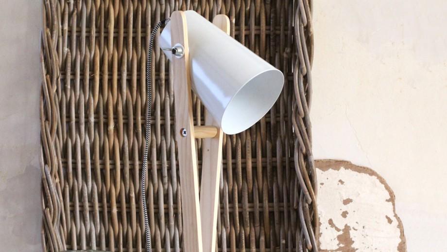 Lampe à poser en bois et métal blanche - Collection Angus - Red Cartel