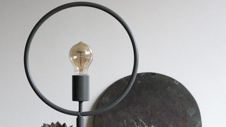 Lampe à poser métal gris mat - Collection Globus - Red Cartel