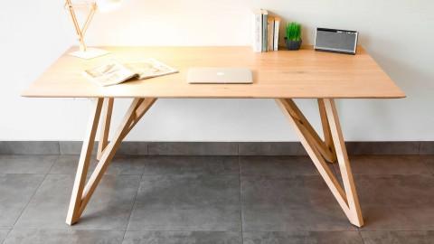 Table à manger en chêne massif, piètement graphique croisé - Collection Höganäs