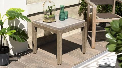 Table d'appoint de jardin carrée 50cm en béton piètement en acacia - Collection Victor