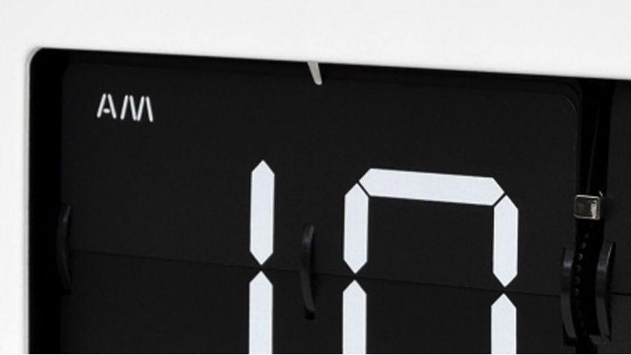 Horloge flap blanche et noire – Collection Prince – Cloudnola