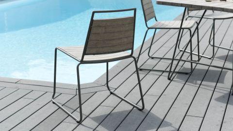 Lot de 2 chaises empilables en teck et métal – Collection Emile
