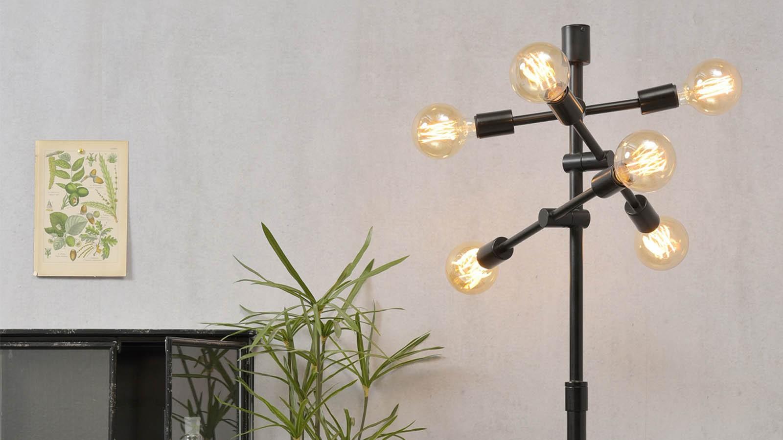 lampadaire industriel en fer noir