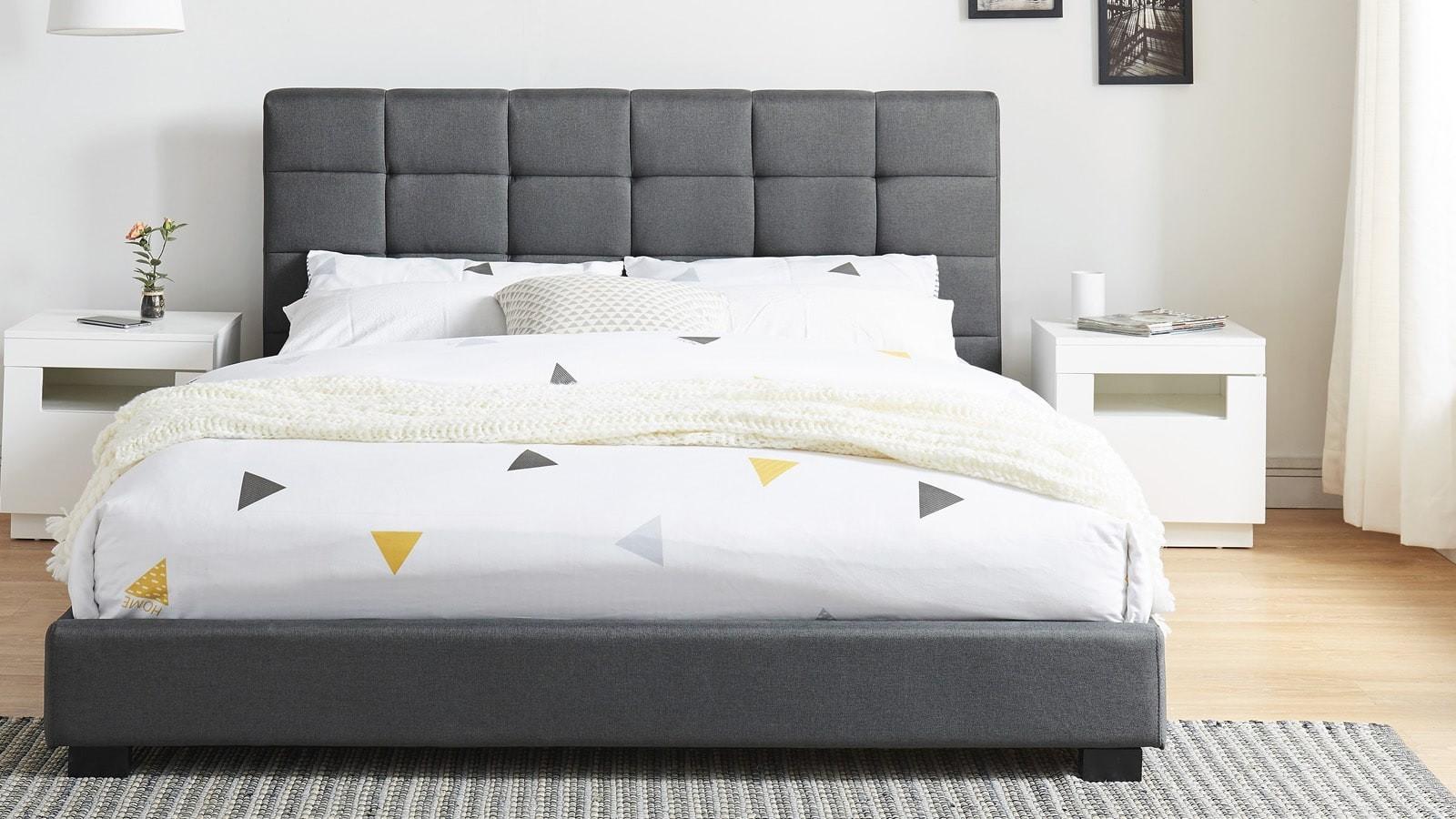 lit deux places en tissu gris foncé