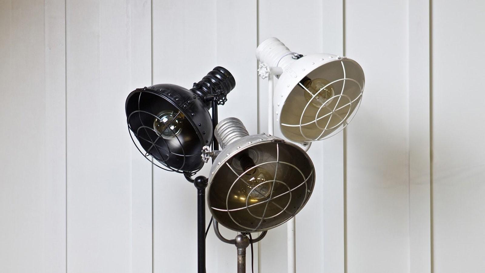 lampe en m tal blanc sur pied collection spotlight homifab. Black Bedroom Furniture Sets. Home Design Ideas